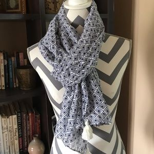FREE IN $25 BUNDLE Blue & White Scarf